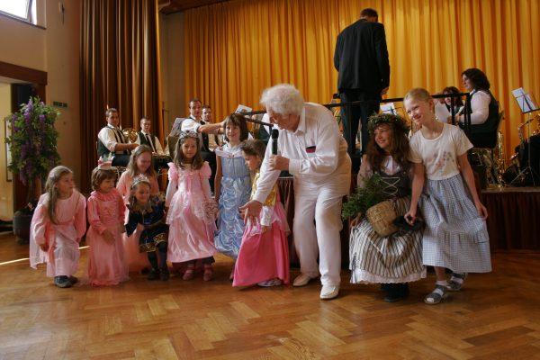 Prinzessinnen-Gefolge - Kindertanzgruppe Schwarzwaldschäfer