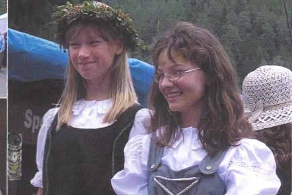 Sabrina als Heidelbeerprinzessin und Melissa Waidelich