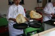 Schwiegersohn und Küchenmeister Dirk mit seinen berühmten  fliegenden  Heidelbeerpfannkuchen